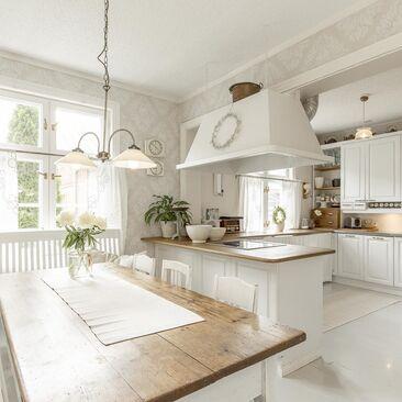 Ihastuttava maalaisromanttinen keittiö