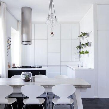 Ullakkoasunnon tyylikäs keittiö