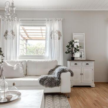Ihastuttava maalaisromanttinen olohuone