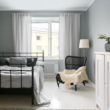 Pehmeitä harmaan sävyjä makuuhuoneessa