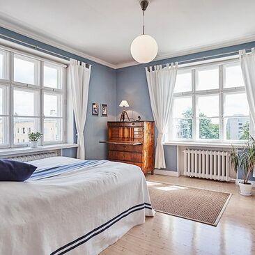 Raikas ja rauhallinen tunnelma makuuhuoneessa