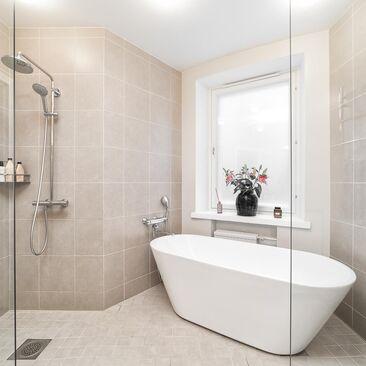 Harmoninen tunnelma kylpyhuoneessa