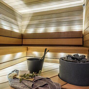 Kaunis epäsuora valaistus saunassa
