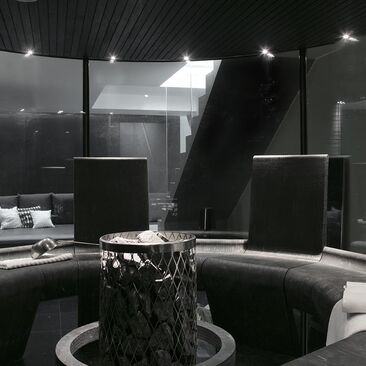 Uniikki lasiseinäinen sauna