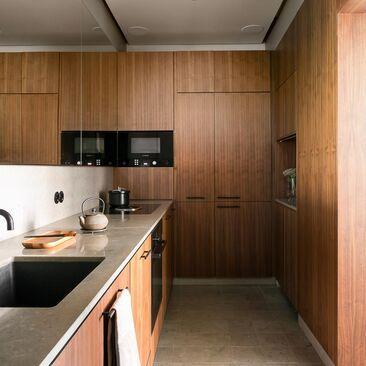 Jugendhuoneiston upea keittiö