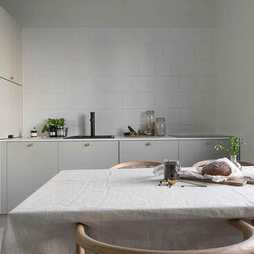 Hurmaavan harmaa keittiö
