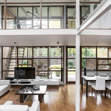 Kiehtovaa arkkitehtuuria olohuoneessa