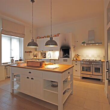 Kodikasta maalaistunnelmaa kerrostalokodin keittiössä