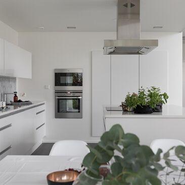 Kaunista marmoria keittiön välitilassa