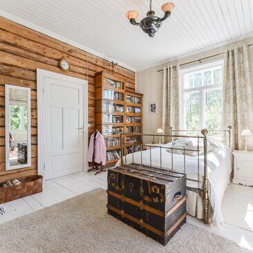 Maalaisromanttista tunnelmaa makuuhuoneessa