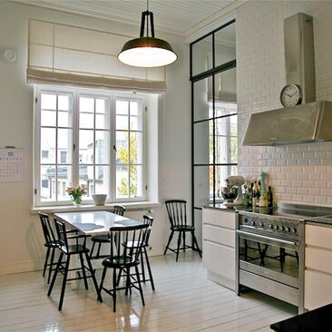 Kerrostalokodin kaunis ja ajaton keittiö