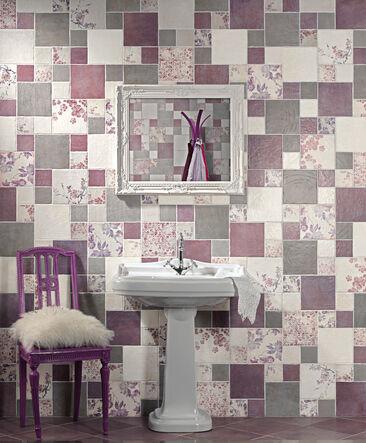 Kylpyhuoneen katseenvangitsijana sävyjen ja kuvioiden harmoninen taideteos