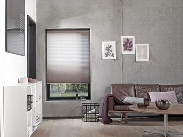 Vekkikaihtimen linjakkuus ja pehmeä kangas antavat ilmettä ikkunalle