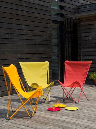 Värikkäät, kevyet ja kokoontaitettavat aurinkotuolit sopivat täydellisesti terassille