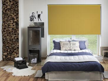 Keltainen pimentävä rullakaihdin piristää huoneen ilmettä