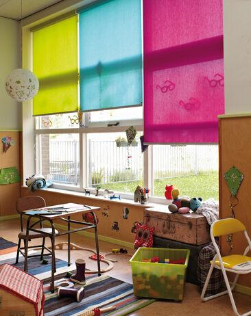 Kirkkaan väriset rullakaihtimet sopivat lastenhuoneen teemaan