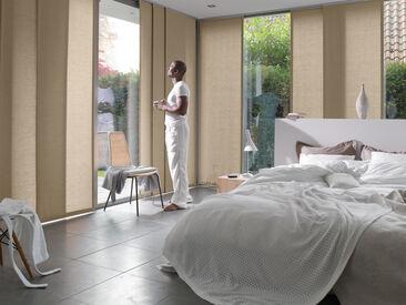 Paneeliverhot viimeistelevät makuuhuoneen sisustuksen
