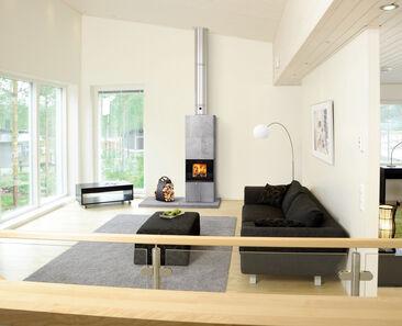 Selkeälinjainen vuolukivitakka täydentää kodin yläkerran harmonista sävymaailmaa