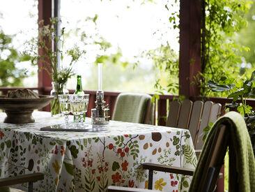 Luonnollisen kauniit puutarhan kuva-aiheet pöytäliinan kankaassa