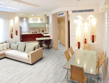 Vaaleat sävyt korostuvat modernin kodin pinnoissa ja materiaaleissa