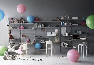 Käytännöllisiä hyllyratkaisuja lastenhuoneen tavaroille