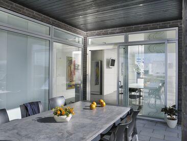 Kätevän hyönteisverkon avulla voi pitää ikkunaa huoletta auki