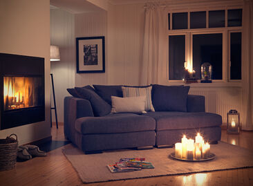 Sohvan heittotyynyt tuovat sisustukseen rentoutta