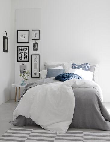 Makuuhuoneen värimaailma on ihanan rauhallinen ja raikas