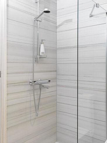 Marmoripintaiset laatat ovat klassinen valinta kylpyhuoneeseen