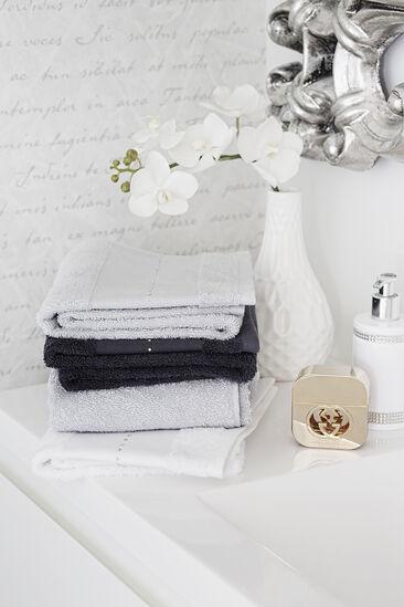 Kauniit ja pehmeät pyyheet tuovat arjen ylellisyyttä kylpyhuoneeseen