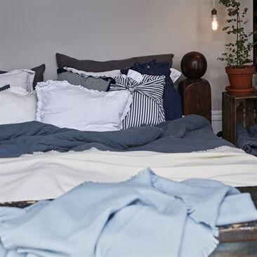 Villainen huopa sopii päiväpeitteeksi rentoon petaukseen