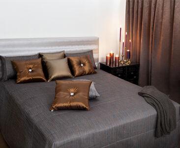 Metallinhohtoiset sävyt tuovat ylellistä tunnelmaa makuuhuoneeseen