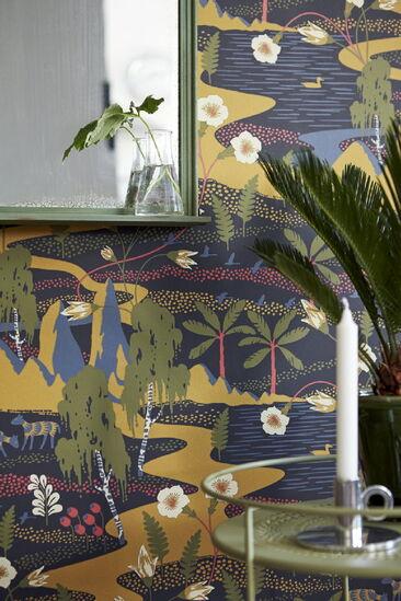BoråsTapeter Wonderland -tapetin satumaisessa kuosissa riittää katseltavaa