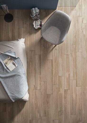 Laatoissa yhdistyvät ajan kuluttama puupinta ja nykyaikainen sisustus