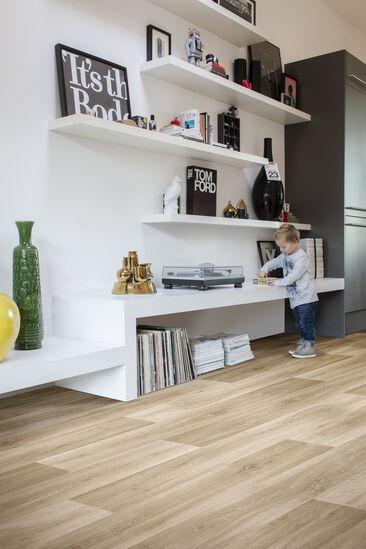 Kestävä vinyyli sopii lattiamateriaaliksi lapsiperheen kotiin
