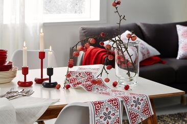 Perinteistä punavalkoista joulusisustukseen