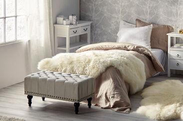 Rauhallinen tunnelma makuuhuoneessa
