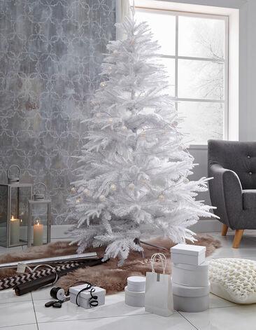 Valkoinen joulukuusi luo kauniin talvisen tunnelman