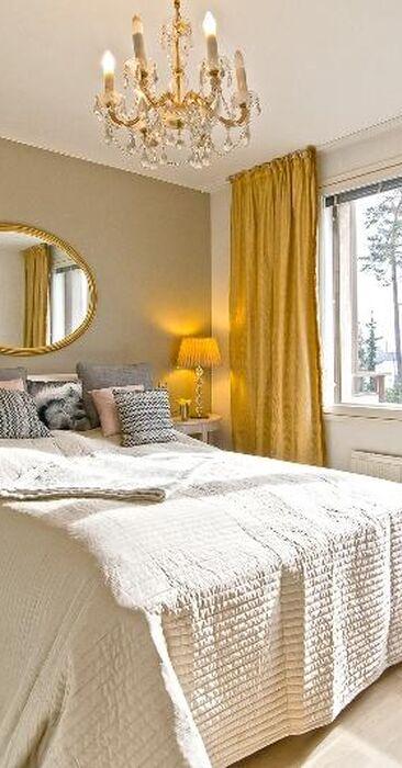 Kultaa ja glamouria makuuhuoneessa