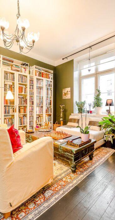 Valkoista ja vihreää olohuoneessa