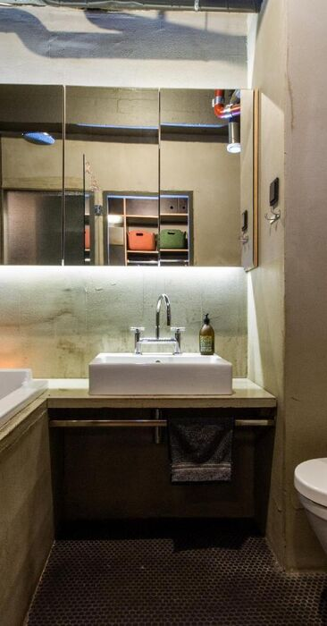 Teollinen kylpyhuone