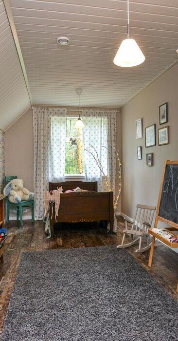 Maalaisromanttinen lastenhuone