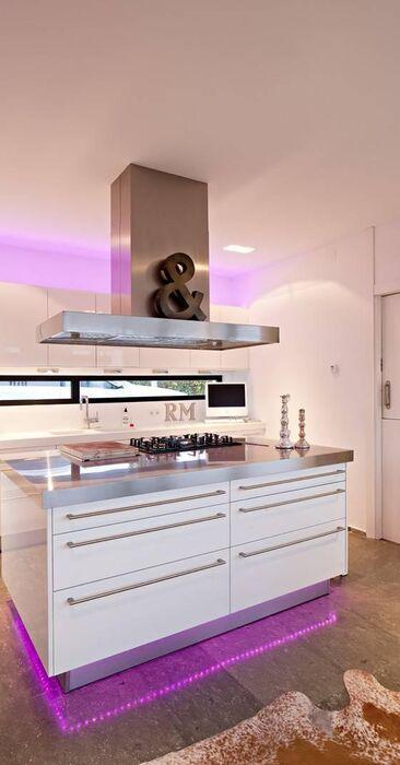 Moderni keittiö c22678