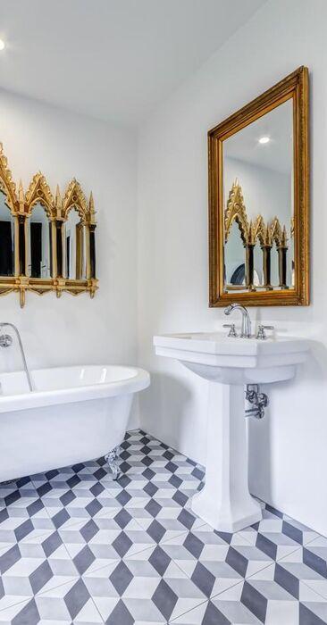 Perinteinen kylpyhuone c24296
