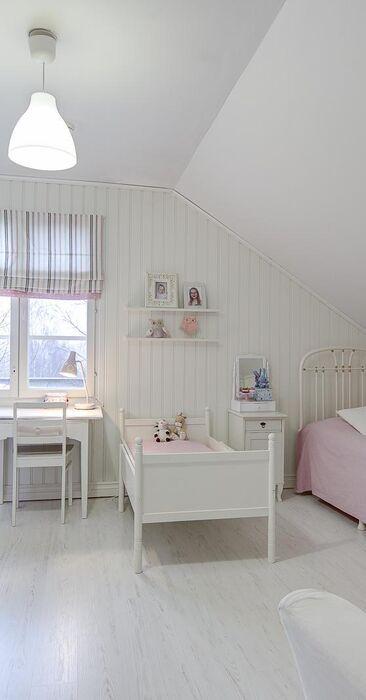 Maalaisromanttinen lastenhuone 9880712