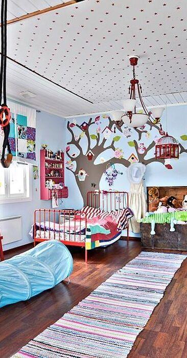 Värikäs lastenhuone perheen pienimmille