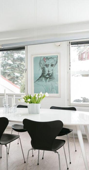 Kaunis skandinaavinen ruokailutila