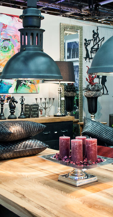 Rouheita pintoja, nahkaa ja metallia sisustustuotteissa, Habitare 2015