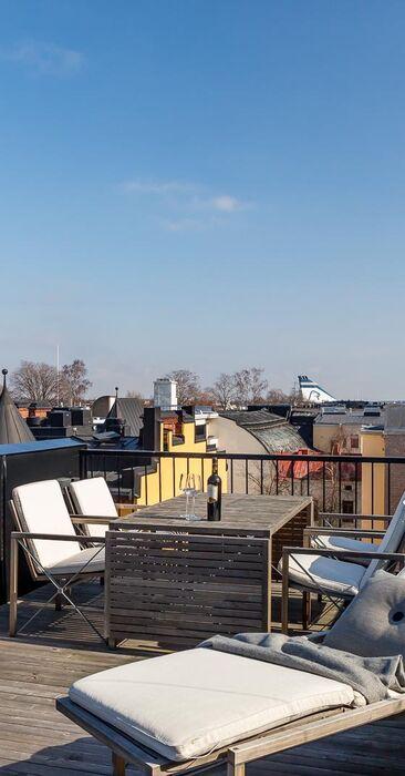 Kattoterassi Helsingin kattojen yllä