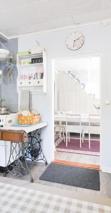 Suloinen keittiö mökissä